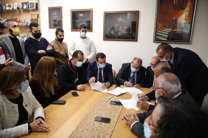 הפרידה מהתנועה האסלאמית יכולה לאתגר את השיח הפנים פלסטיני. ראשי שלוש המפלגות מאשרים את ההסכם לחידוש המשותפת (צילום: דוברות הרשימה המשותפת)