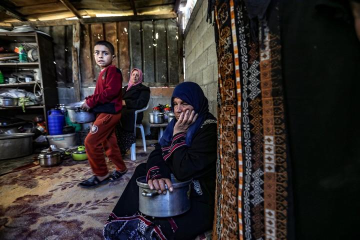 תור לקבל אוכל בשכונת זייתון בעזה (צילום: מוחמד זאנון / אקטיבסטילס)