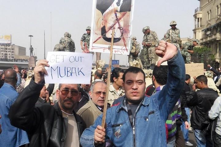 מפגינים בכיכר תחריר בקהיר, ב-29 בינואר 2011 (צילום: Alisdare Hickson, CC BY-SA 2.0)