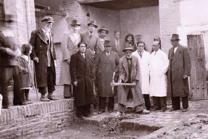 הנחת אבן הפינה לבית החולים ספיר, בשנות ה-40 של המאה ה-20 (צילום: מתוך אתר 7dorim)