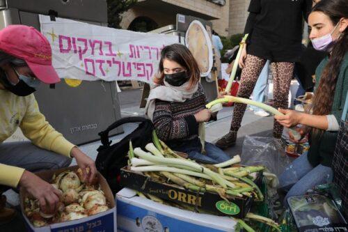 """הפגנה מול ביתו של דרעי: """"להפסיק להשתמש ברעב ככלי פוליטי"""""""