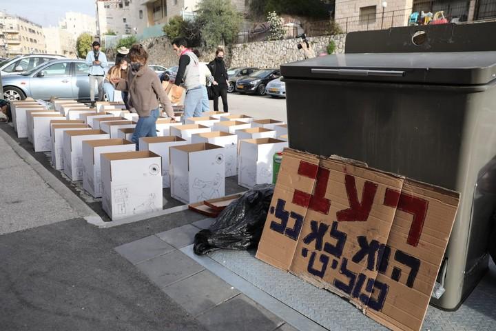 הפגנה של הארגונים תרבות של סולידריות, החזית האנושית ושוברות קירות מול ביתו של שר הפנים, אריה דרעי, בירושלים, ב-22 בפברואר 2021 (צילום: אורן זיו)