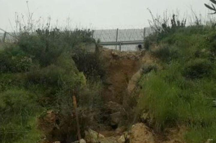 הנזק שגרמו צינורות הניקוז בגדר ההפרדה לטראסות (צילום: אביב טטרסקי, דהרמה מעורבות חברתית)