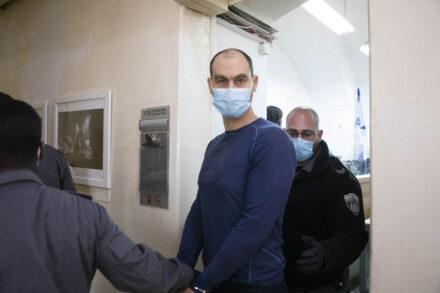 יונתן פולק, מגיע לדיון בבית המשפט השלום בירושלים, 25 במרץ 2021 (צילום: אורן זיו)