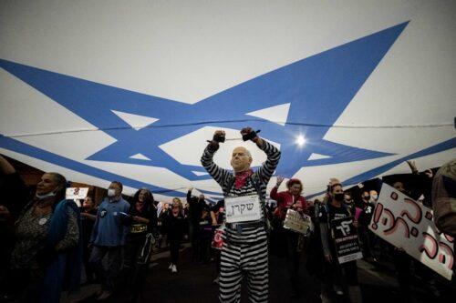 מחאה לשם המחאה בלבד, לא לשם שינוי. מפגינים נגד נתניהו בבלפור (יונתן זינדל / פלאש 90)