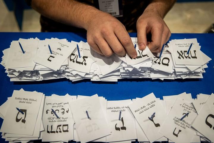 שיטת בחירות לא רלוונטית. ספירת קולות הבוחרים, מרץ 2020 (יונתן זינדל / פלאש 90)