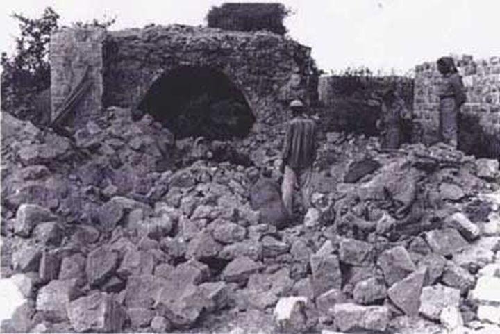 יחידה 101 פוצצה את בתי הכפר, 69 אזרחים נהרגו, רובם נשים וילדים. ההריסות בקביה אחרי הפעולה