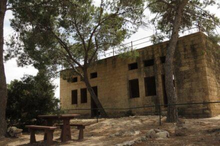 בית ספר בית ג'יז. כיום מצפה הראל (צילום: רנין ג'רייס, באדיבות: זוכרות ذاكرات)