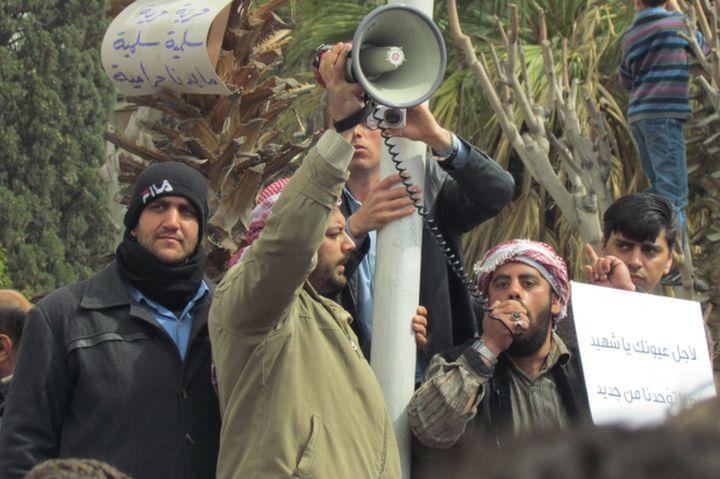 בסוריה לא קיים מרחב ציבורי להבעת דעות. הפגנה באזור דוחא בדמשק ב-2011 (צילום: shamsnn CC BY 2.0)