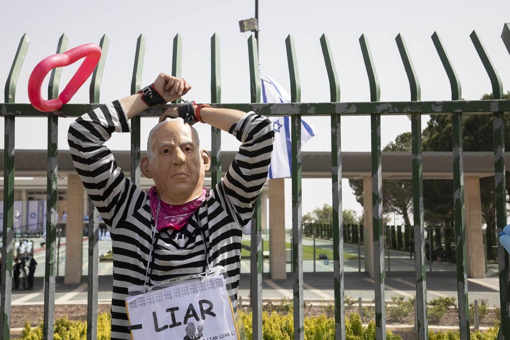 מחאה בזמן השבעת הכנסת ה-24, נגד מפלגות המקדומות שנאה וגזענות (צילום: אורן זיו)