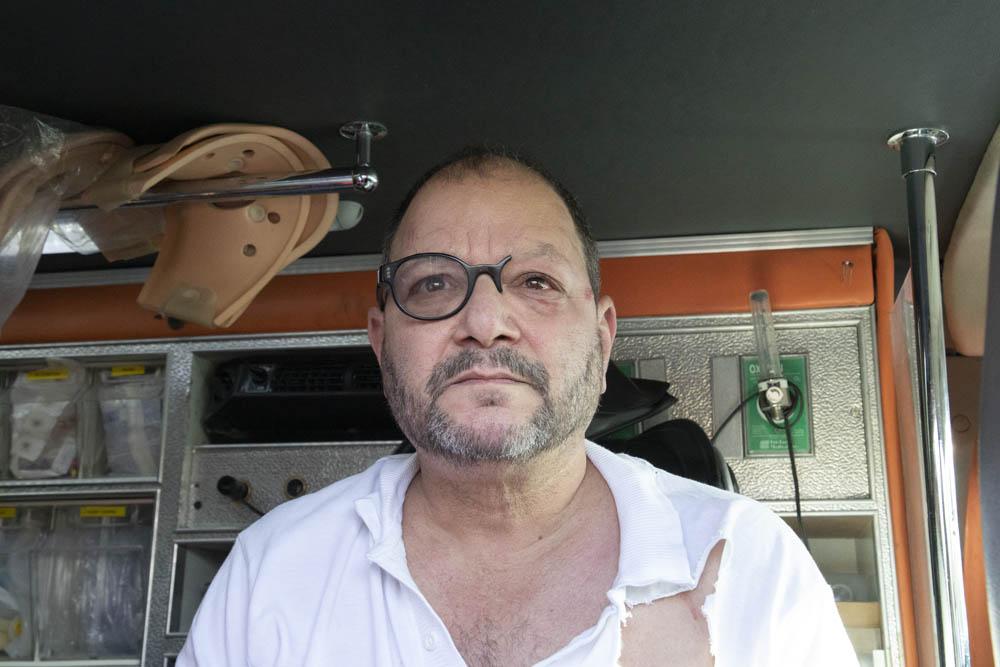 ח״כ עופר כסיף לאחר ששוטרים תקפו ופצעו אותו, במהלך הפגנה נגד פינוי בתים בשייח ג'ראח שבמזרח ירושלים (צילום: אורן זיו)