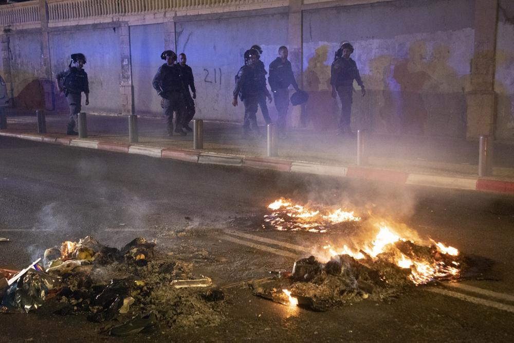 שוטרים במהלך עימותים ביפו, 18 במרץ 2021 (צילום: אורן זיו)