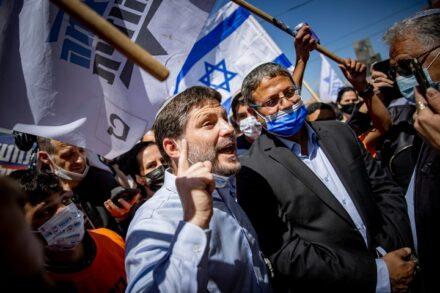 בצלאל סמוטריץ' ואיתמר בן גביר בסיור בחירות בשוק מחנה יהודה בירושלים, ב-19 במרץ 2021 (צילום: יונתן זינדל / פלאש90)