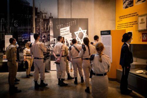 """יום השואה: המורים הם הראשונים לזהות """"תהליכים"""""""
