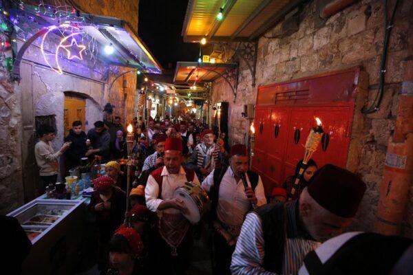 מנורת רמדאן בעיר העתיקה בירושלים, ב-15 באפריל 2021 (צילום: ג'מאל עוואד / פלאש90)