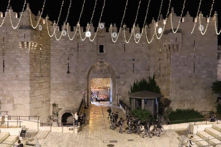 רחבת שער שכם מפונה מפלסטינים, רמדאן 2021 (אורן זיו)