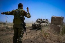 """""""כל תמיכה במערכת היא לא מוסרית"""". חיילים מתכוונים לרדת דרומה לגבול עם עזה השבוע (צילום: מיכל גלעדי / פלאש 90)"""