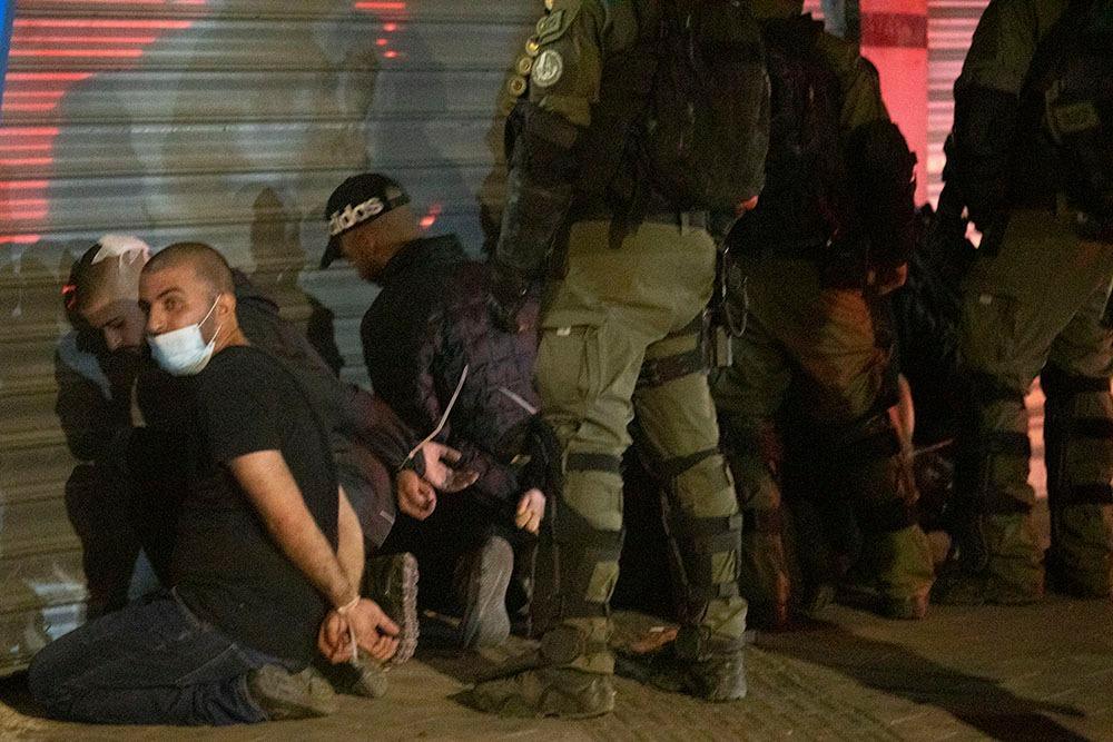 ברבים מהמקרים, המשטרה היא זו שהחלה את האלימות. עצורים ערבים בלוד (צילום: אורן זיו)