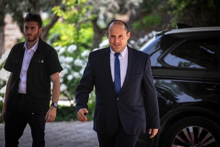 """יו""""ר מפלגת ימינה, נפתלי בנט, מגיע לבית הנשיא ב-5 במאי 2021 (צילום: אוליבייה פיטוסי / פלאש90)"""
