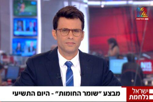 """מנחה """"המהדורה הראשונה"""", אורן וייגנפלד, בתוכנית אתמול (צילום מסך מהתוכנית בערוץ 12)"""