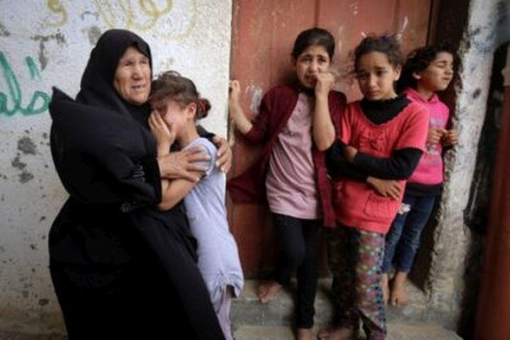 הטראומה הפלסטינית עוברת מדור לדור. משפחה פלסטינית בלוויה ברפיח בשבוע שעבר (צילום: עבד רחמן ח'טיב / פלאש 90)