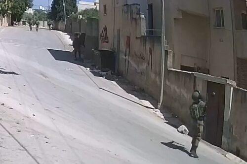 תיעוד: חיילים זרקו גז מדמיע לבית של מוביל המחאה בכפר קדום