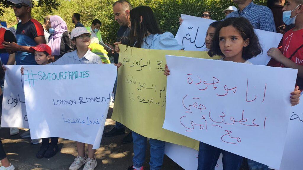 """""""תנו לי את זכותי לחיות עם אמי"""", הפגנה נגד חוק האזרחות היום מול הכנסת (צילום: תקשורת הרשימה המשותפת)"""