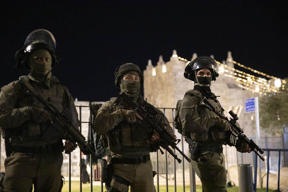 """המאבק לשבור את החומות מחבר בין הנקודות השונות של """"מאי המדמם"""", מירושלים עד לוד ועזה. שוטרים ישראלים בשער שכם (צילום: אורן זיו)"""