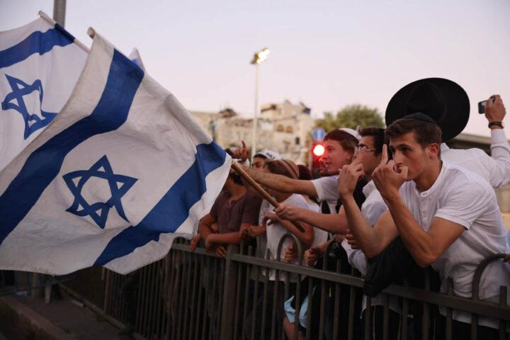 מצעד הדגלים בשער שכם במזרח ירושלים, 15 ביוני 2021 (צילום: אורן זיו)