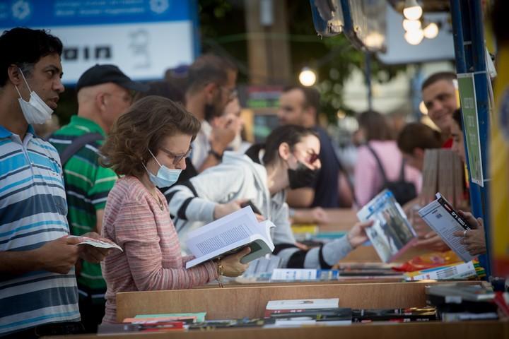 שבוע הספר העברי בשרונה בתל אביב, ב-9 ביוני 2021 (צילום: מרים אלסטר / פלאש90)