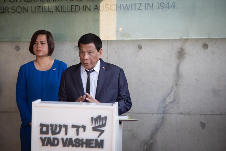 הסביר שעם ישראל קל לעשות עסקות נשק. נשיא הפיליפינים רודריגו דוטרטה בביקורו ביד ושם (צילום: הדס פרוש / פלאש 90)