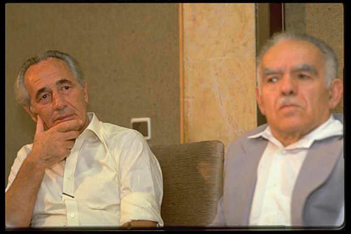 """נפגשו עם מובוטו. יצחק שמיר ושמעון פרס ב-1985 (צילום: נתי הרניק / לע""""מ)"""