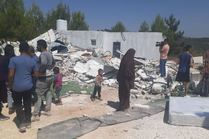 האמא הלכה לאסוף את הילדים מבית ספר ומצאה את הדחפורים כשחזרה הביתה. אחרי ההריסה בכפר ולאג'ה (צילום: דהרמה מעורבות חברתית)