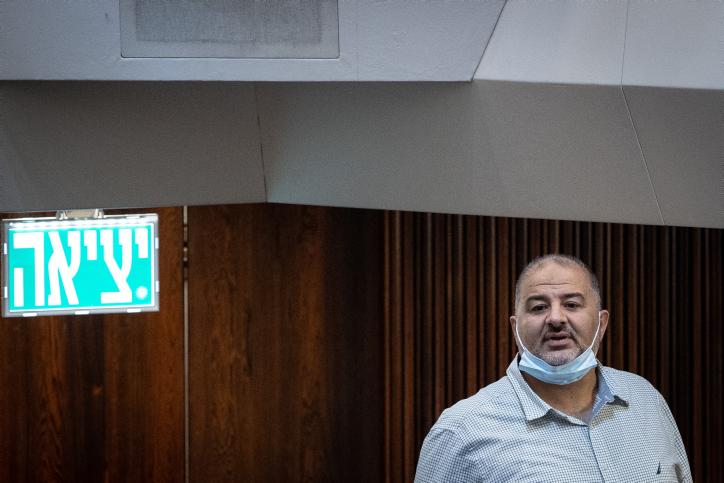 מועצת השורא תומכת בו, אבל לא תהסס להראות לו את הדרך החוצה. מנסור עבאס אם לא ימלא את הוראותיה (צילום: יונתן זינדל / פלאש 90)