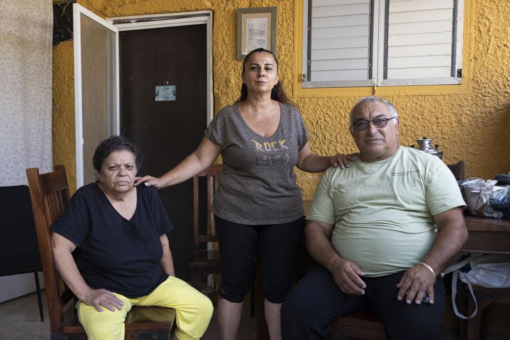 כהן, אלפסי ורצבי בשכונת גבעת עמל, 9 באוגוסט 2021 (צילום: אורן זיו)