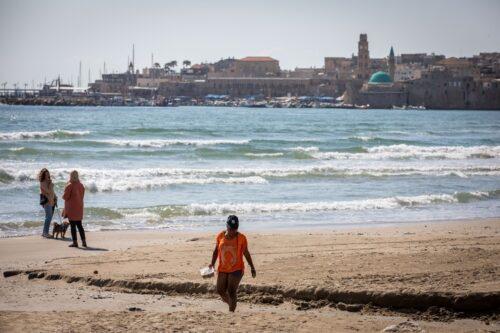 """עכו סוגרת את החוף בפני פלסטינים מהגדה """"בגלל הקורונה"""""""