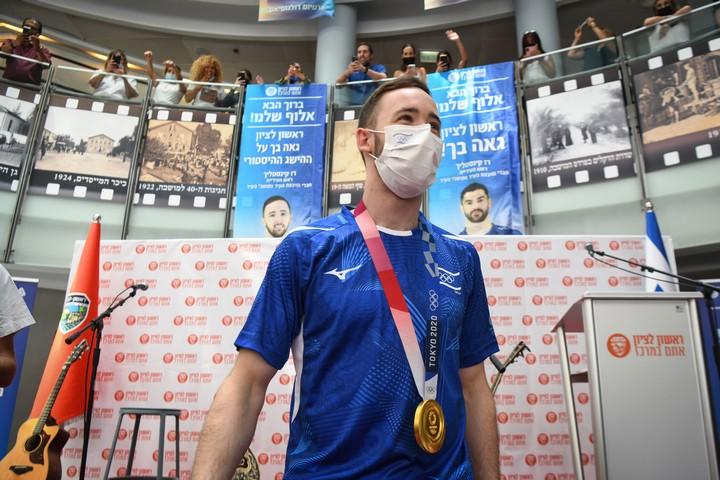 ארטיום דולגופיאט, שזכה במדליית זהב באולימפיאדה, בטקס קבלת פנים בעירו ראשון לציון, ב-3 באוגוסט 2021 (צילום: פלאש909)