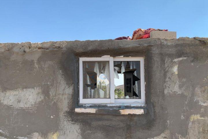 התקיפו לפחות שמונה בתים. זכויות מנופצות בכפר מופגרה בדרום הר חברון (צילום: alliance for human rights)