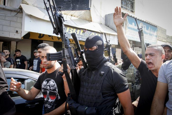 """לצבא מותר להיכנס ולנו אסור לעשות כלום? הלוויה של פלסטיני שנהרג מאש צה""""ל במחנה הפליטים ג'נין באוגוסט 2021 (צילום: נאסר אשתאיה / פלאש 90)"""