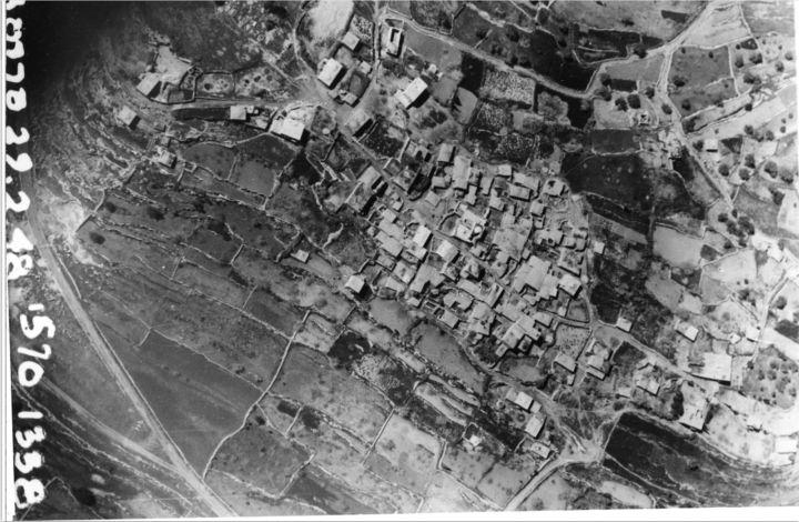 צילום אוויר של הכפר סאריס, 1945 ( ארכיון התמונות של יד יצחק בן צבי, הספריה הלאומית)
