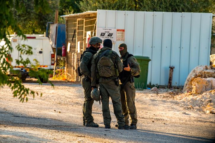ישראל ידעה שהציבור הפלסטיני אוהד את הבורחים. חיפושים בכפר נאעורה (צילום: פלאש 90)