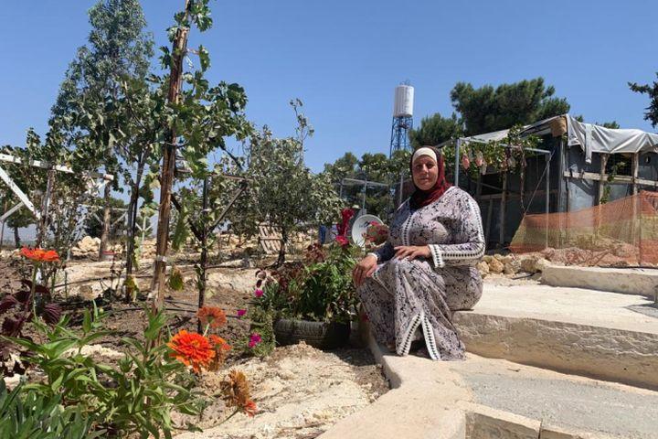 נשארת לשמור. עזיזה אל ג'עאפרה מכפר אל טייבה ליד חברון (צילום: באסל אל עדרה)