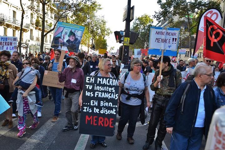 הפגנה בפריז נגד הרפורמות של עמנואל מקרון, ב-23 בספטמבר 2017 (צילום: Jeanne Menjoulet, CC BY 2.0)