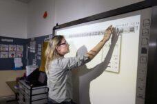 מורה בבית ספר בירושלים (צילום: קובי גדעון / פלאש90) למצולמת אין קשר לכתבה
