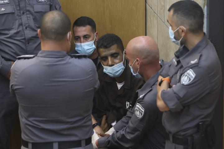 זכריא זביידי בבית המשפט בנצרת אחרי שנתפס, ב-11 בספטמבר 2021 (צילום: דוד כהן / פלאש90)