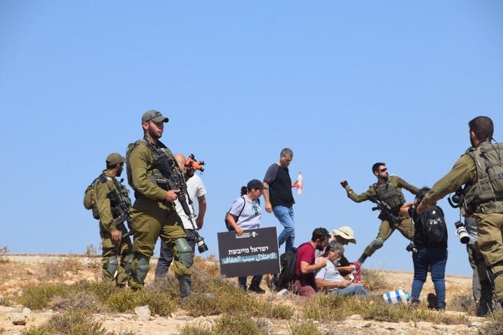 מחאה נגד ניתוק פלסטינים ממים בדרום הר חברון, ב-17 בספטמבר 2021 (צילום: באסל אל עדרה)