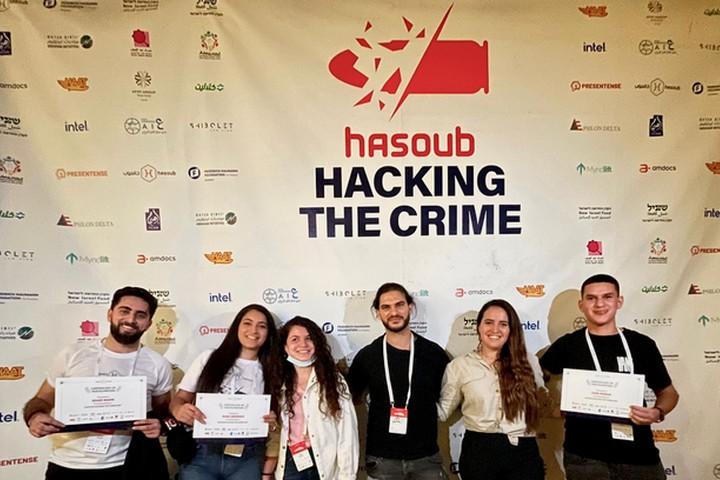 משתתפים בהאקתון יוזמות טכנולוגיות למאבק בפשיעה (צילום: באדיבות עמותת חאסוב)