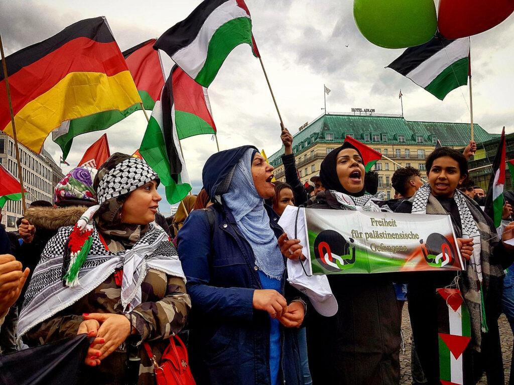 קולם של הפלסטינים בוויכוח בגרמניה הושתק. הפגנה פרו פלסטינית בברלין (Hossam el-Hamalawy/Flickr/CC BY 2.0)