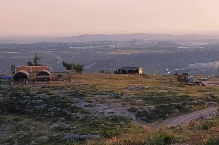 גורשה ממנה במכות. המאחז שהוקם על ההר מעל כפר נעמה (צילום: פידאא עטאיא)