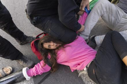 מחאה של המרד בהכחדה במתחם קצא״א באשקלון (צילום: אורן זיו)